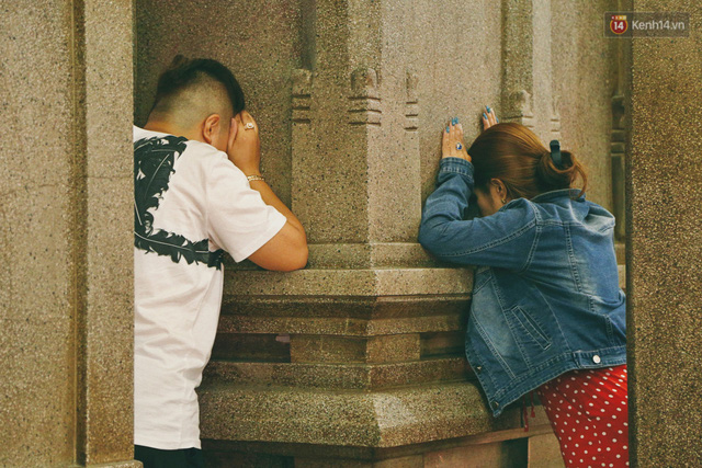 Người Sài Gòn tìm đến úp mặt tâm sự cùng tường đá trong ngôi đền Ấn giáo trăm tuổi - Ảnh 11.