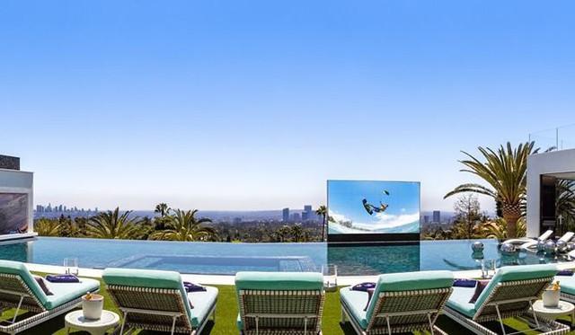 """Dinh thự siêu sang vẫn """"ế trơ"""" dù đã giảm giá hơn 100 triệu USD - Ảnh 3."""