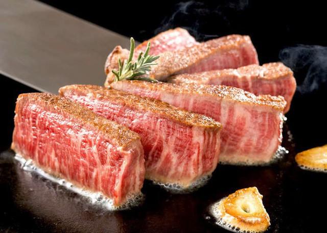 Có gì trong miếng thịt bò đắt nhất thế giới, tận 2 đến 3 triệu đồng cho 400g? - Ảnh 5.