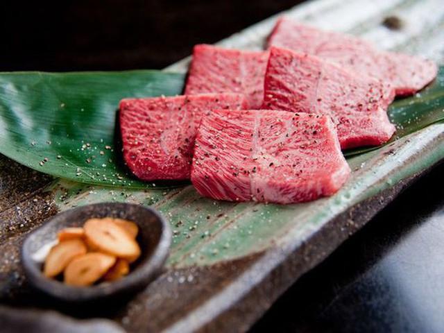 Có gì trong miếng thịt bò đắt nhất thế giới, tận 2 đến 3 triệu đồng cho 400g? - Ảnh 9.