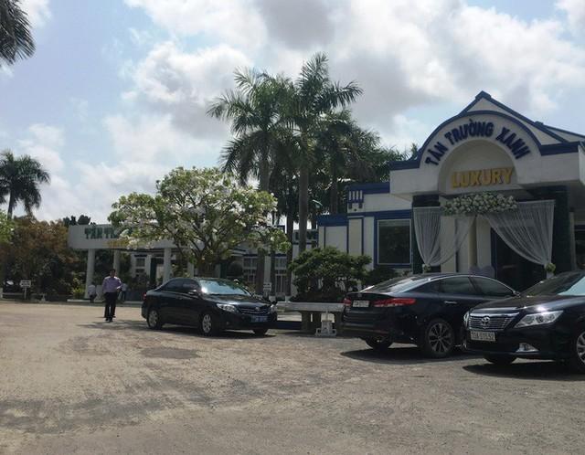 Chủ nhiệm UBKT tỉnh Quảng Bình: Không có xe biển xanh nào trong khuôn viên nhà hàng tiệc cưới - Ảnh 1.