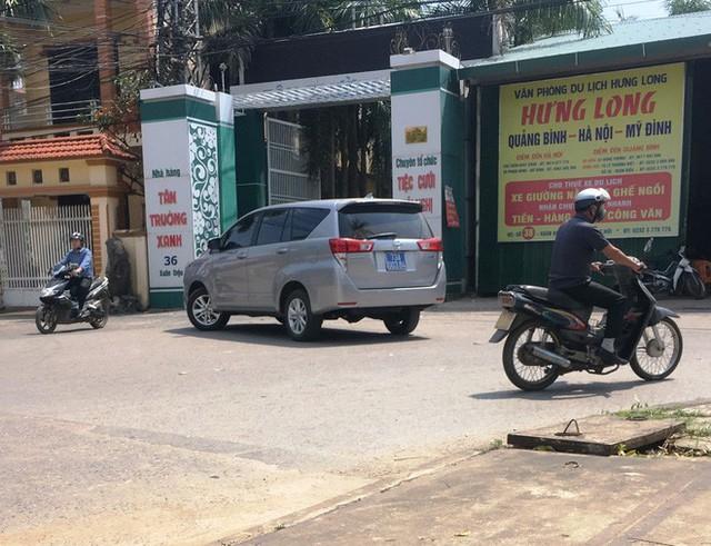 Chủ nhiệm UBKT tỉnh Quảng Bình: Không có xe biển xanh nào trong khuôn viên nhà hàng tiệc cưới - Ảnh 2.