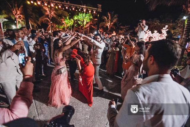 Chùm ảnh: Những khoảnh khắc ấn tượng nhất trong hôn lễ chính thức của cặp đôi tỷ phú Ấn Độ bên bờ biển Phú Quốc - Ảnh 24.