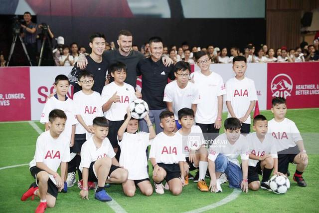 David Beckham khoe ngay clip thả tim và ảnh selfie dạo phố Sài Gòn lên Instagram sau chuỗi sự kiện tại Việt Nam - Ảnh 6.