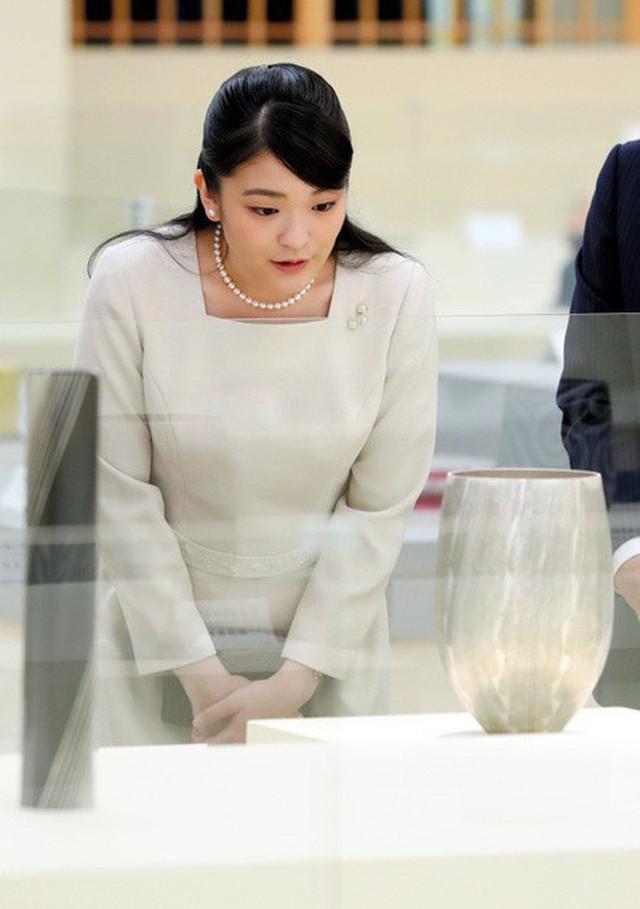 Mako nàng công chúa Nhật Bản: Rời hoàng tộc vì tình yêu, chấp nhận chờ hoàng tử trả nợ xong mới cưới - Ảnh 8.
