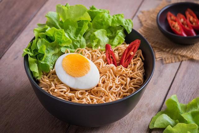 Ăn một bát mì, có thể gan cần tới 32 ngày giải độc? Có 3 điều cần chú ý khi ăn mì để không hại sức khỏe - Ảnh 3.