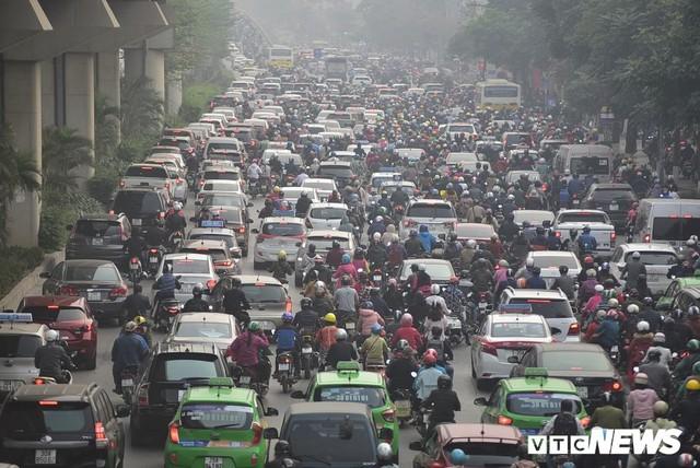 ĐBQH: Không chỉ cấm xe máy, Hà Nội, TP.HCM cần có lộ trình cấm ô tô cá nhân - Ảnh 3.