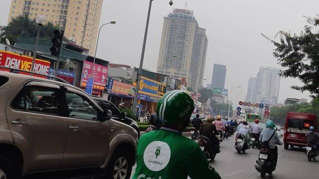 Buýt BRT bị bủa vây bởi phương tiện cá nhân trên đường dự kiến cấm xe máy - Ảnh 5.