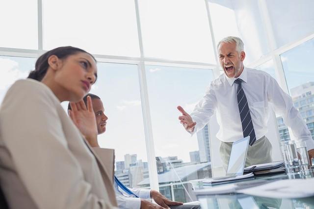 Sếp nghiêm khắc cũng là vì muốn tốt cho nhân viên, nhưng khó tính kiểu này thì nên đi ngay và luôn vì bạn sẽ chẳng bao giờ có cơ hội mà phát triển! - Ảnh 3.