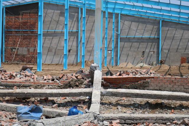 Hiện trường vụ sập tường làm 6 người chết ở Vĩnh Long - Ảnh 12.