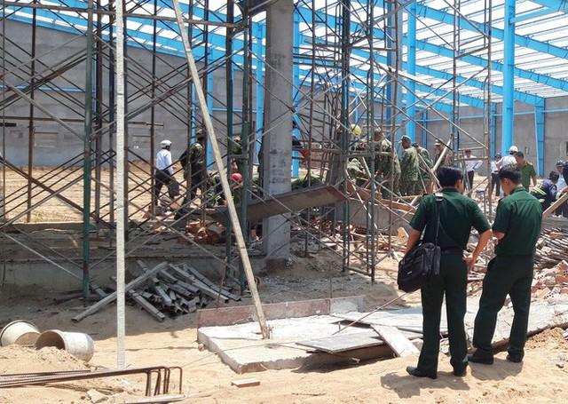 Hiện trường vụ sập tường làm 6 người chết ở Vĩnh Long - Ảnh 5.