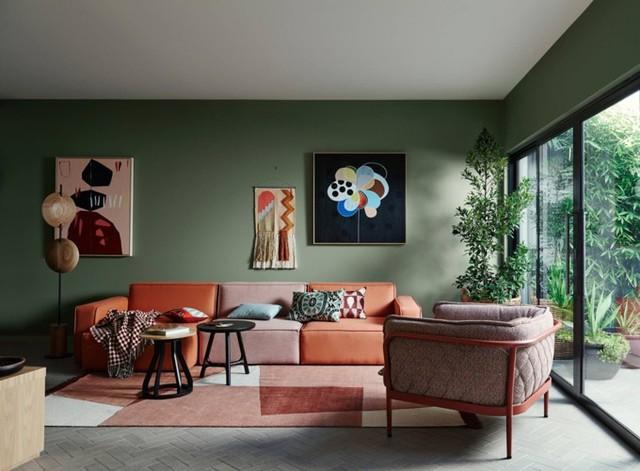 Phòng khách có màu xanh lá cây tạo cảm giác gần gũi với thiên nhiên - Ảnh 2.