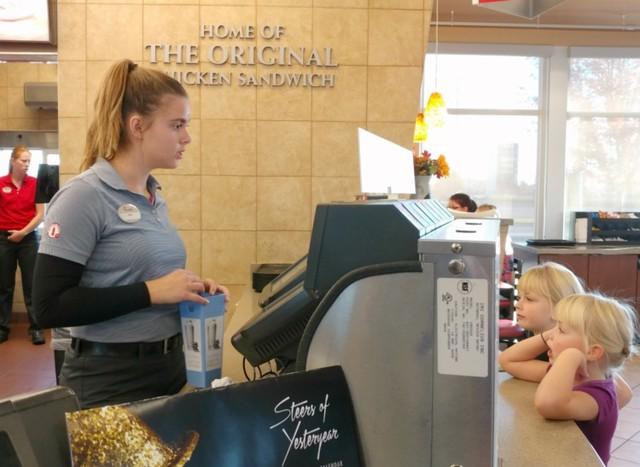 """Một ngày làm việc tại nhà hàng """"không bao giờ nghỉ"""" ở Mỹ và đây là 5 điều bất ngờ mà tôi được chứng kiến - Ảnh 3."""