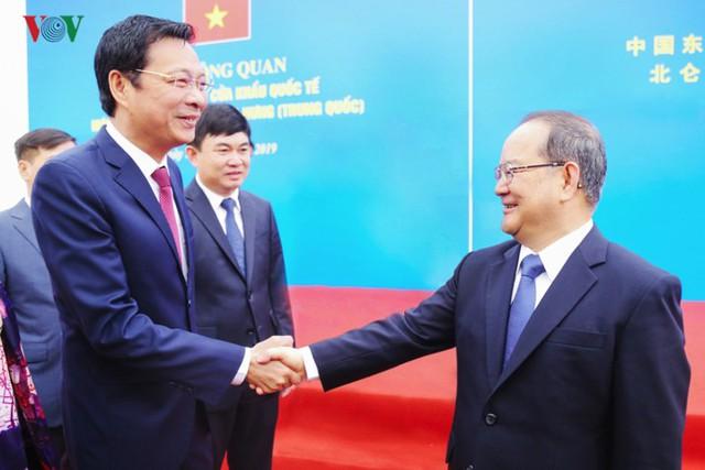 Chính thức thông quan cầu Bắc Luân II nối Việt Nam - Trung Quốc - Ảnh 2.