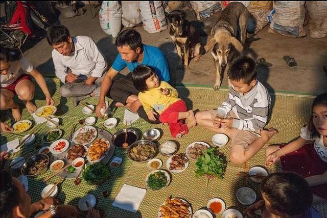 Khi nhà báo Tây thử món chuột đồng Việt Nam - Ảnh 1.