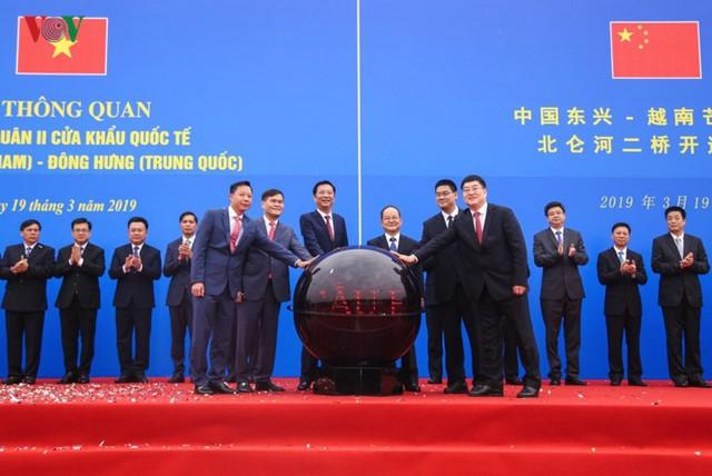 Chính thức thông quan cầu Bắc Luân II nối Việt Nam - Trung Quốc - Ảnh 4.