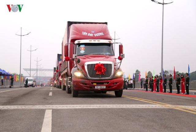 Chính thức thông quan cầu Bắc Luân II nối Việt Nam - Trung Quốc - Ảnh 6.