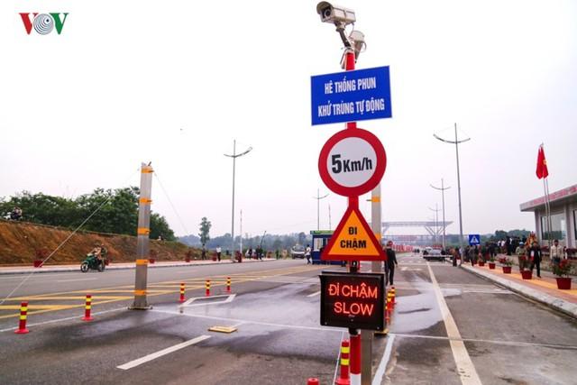 Chính thức thông quan cầu Bắc Luân II nối Việt Nam - Trung Quốc - Ảnh 8.