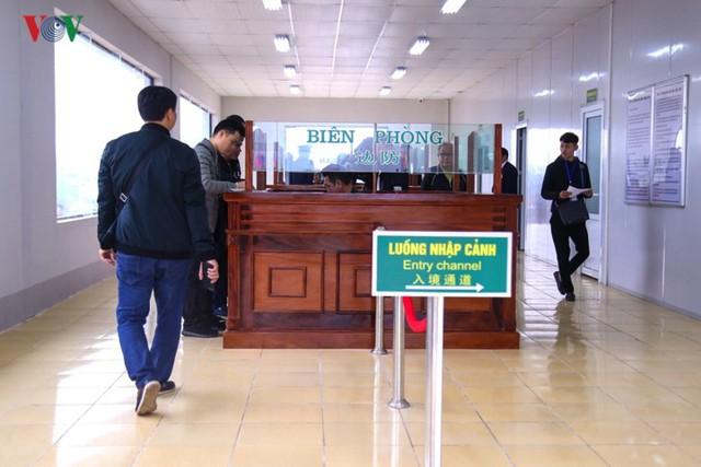 Chính thức thông quan cầu Bắc Luân II nối Việt Nam - Trung Quốc - Ảnh 9.