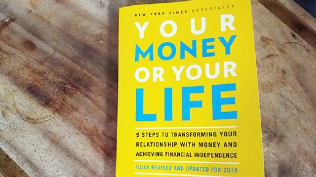 Bị sa thải và phải về nương tựa vào gia đình ở độ tuổi 24, anh chàng này trở thành triệu phú sau 5 năm, tự do về tài chính chỉ nhờ cảm hứng từ một cuốn sách - Ảnh 1.