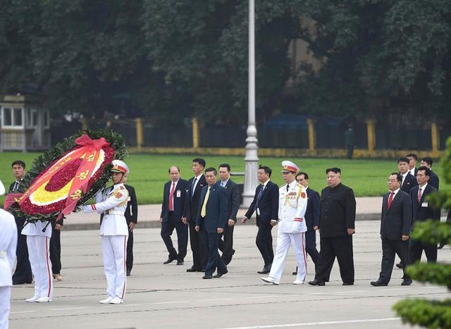 Toàn cảnh chuyến thăm chính thức Việt Nam của Chủ tịch Kim Jong Un qua ảnh - Ảnh 7.