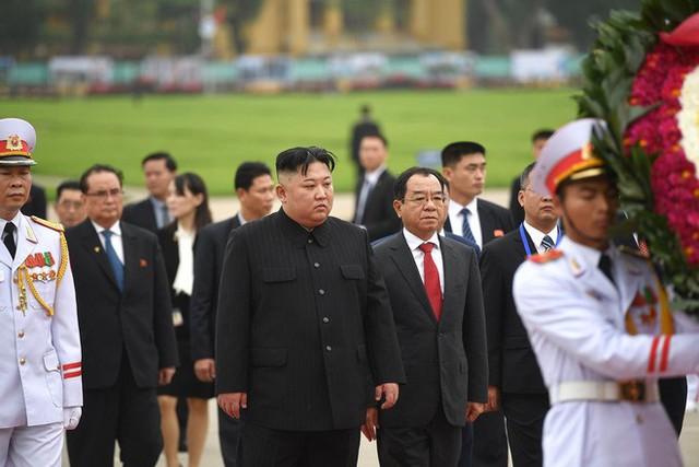 Toàn cảnh chuyến thăm chính thức Việt Nam của Chủ tịch Kim Jong Un qua ảnh - Ảnh 8.