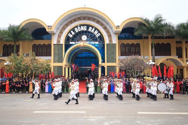 Toàn cảnh chuyến thăm chính thức Việt Nam của Chủ tịch Kim Jong Un qua ảnh - Ảnh 10.