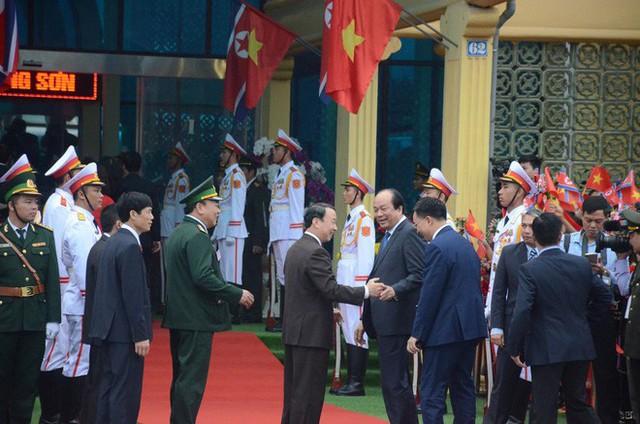 Toàn cảnh chuyến thăm chính thức Việt Nam của Chủ tịch Kim Jong Un qua ảnh - Ảnh 11.