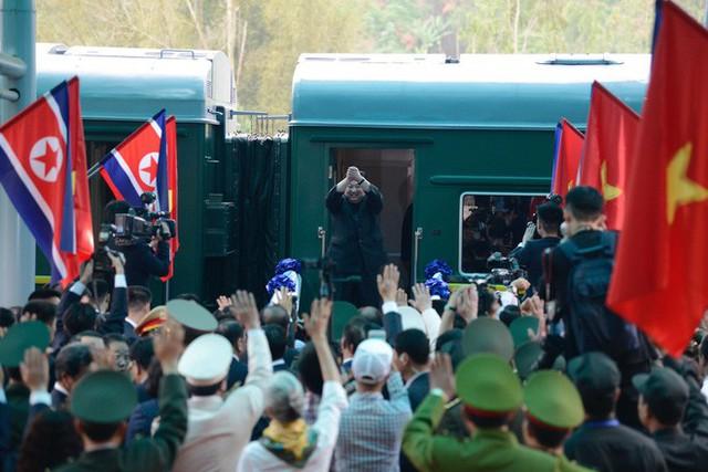 Toàn cảnh chuyến thăm chính thức Việt Nam của Chủ tịch Kim Jong Un qua ảnh - Ảnh 15.