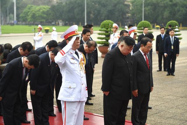 Toàn cảnh chuyến thăm chính thức Việt Nam của Chủ tịch Kim Jong Un qua ảnh - Ảnh 9.