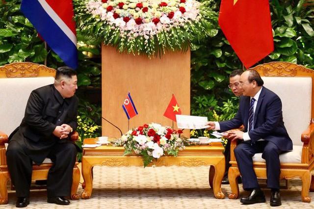 Toàn cảnh chuyến thăm chính thức Việt Nam của Chủ tịch Kim Jong Un qua ảnh - Ảnh 4.