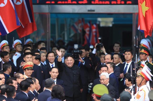 Toàn cảnh chuyến thăm chính thức Việt Nam của Chủ tịch Kim Jong Un qua ảnh - Ảnh 13.