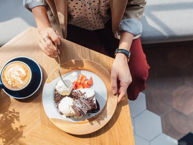 Ăn nhanh hoặc chậm đều gây ra nhiều vấn đề sức khỏe: Một bữa ăn nên kéo dài trong bao lâu? - Ảnh 2.