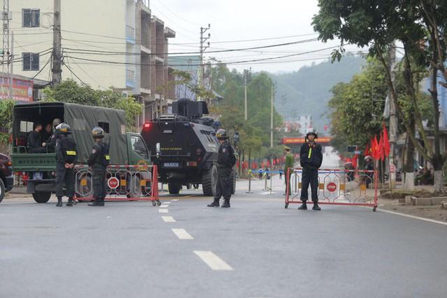 Cận cảnh dàn xe bọc thép tại ga Đồng Đăng trước giờ Chủ tịch Kim Jong-un rời Việt Nam  - Ảnh 7.