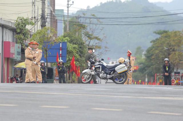 Cận cảnh dàn xe bọc thép tại ga Đồng Đăng trước giờ Chủ tịch Kim Jong-un rời Việt Nam  - Ảnh 9.