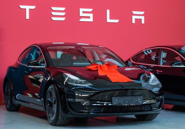 Một tuần điên rồ của Elon Musk: Có thể mất chức CEO vì vạ miệng trên Twitter, Tesla sẽ không tạo lợi nhuận trong quý I - Ảnh 2.
