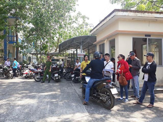 Quảng Nam: Hàng trăm người mua đất kéo đến trụ sở tiếp dân nhờ can thiệp đòi sổ đỏ  - Ảnh 2.