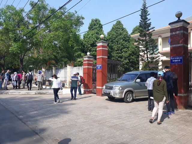 Quảng Nam: Hàng trăm người mua đất kéo đến trụ sở tiếp dân nhờ can thiệp đòi sổ đỏ  - Ảnh 3.