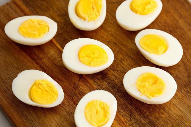 Chuyên gia dinh dưỡng: Trứng là thực phẩm tốt hàng đầu, đừng để 10 lời dọa này đánh lừa - Ảnh 2.