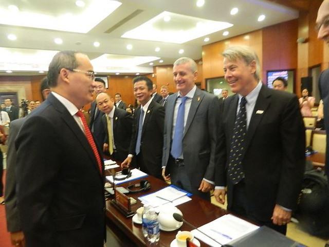 Nhà đầu tư nước ngoài lo ngại ùn tắc, quá tải ở sân bay Tân Sơn Nhất - Ảnh 2.