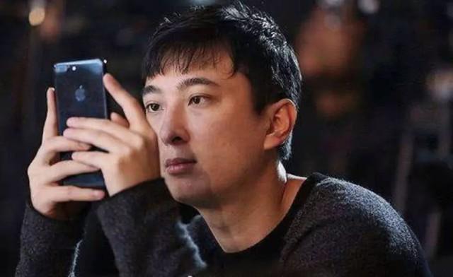 Cuộc sống quá khác biệt của giới con nhà giàu Trung Quốc dù cùng ngậm thìa vàng: Người một bữa ăn hết 5.000 USD, người không xe phải đi tàu điện ngầm  - Ảnh 1.
