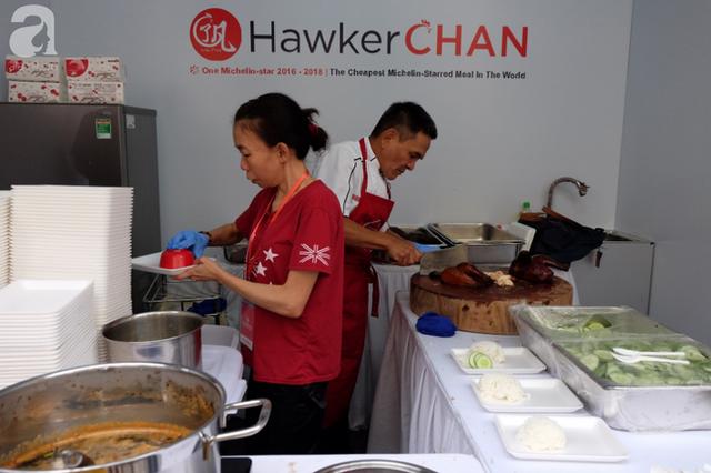 Quán ăn sao Michelin rẻ nhất thế giới đến Hà Nội: Giá chỉ 30 ngàn, khách xếp hàng dài trên phố Lê Thạch đợi mua - Ảnh 2.