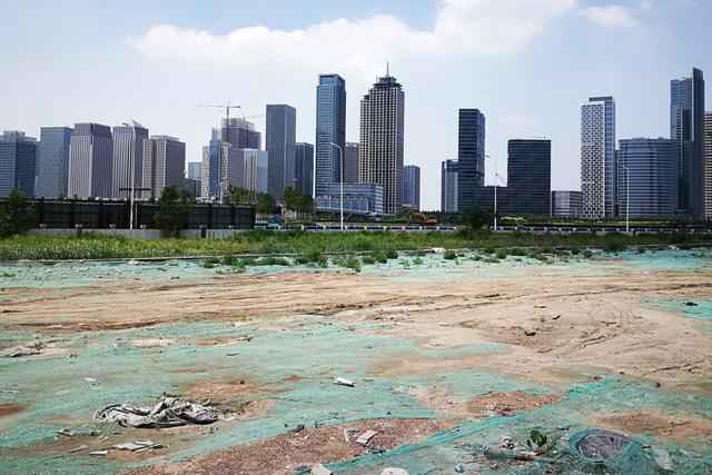 Nghịch lý đô thị hóa ở Trung Quốc, gần 1/3 số thành phố đang co hẹp - Ảnh 1.