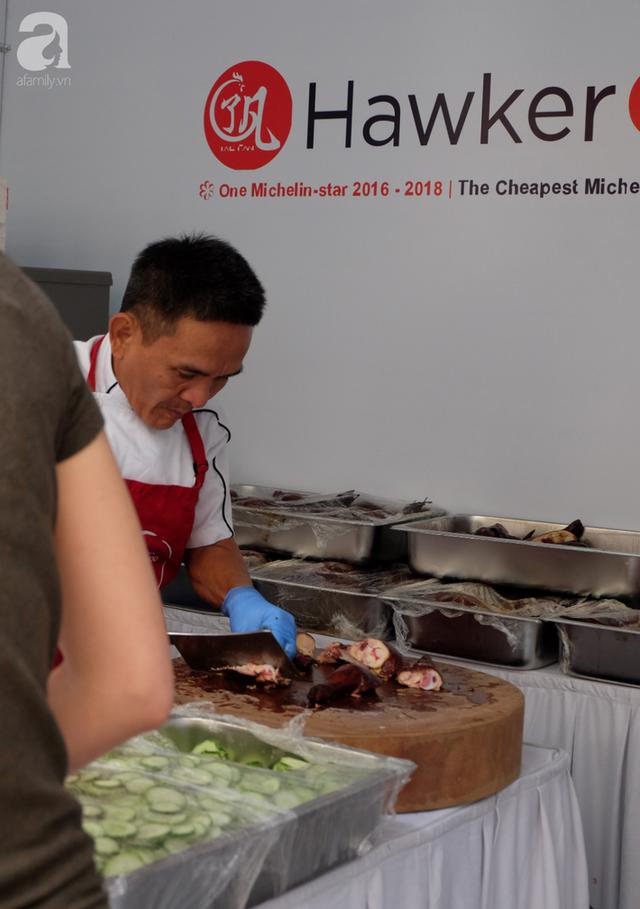 Quán ăn sao Michelin rẻ nhất thế giới đến Hà Nội: Giá chỉ 30 ngàn, khách xếp hàng dài trên phố Lê Thạch đợi mua - Ảnh 7.