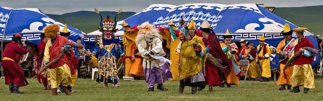 Lễ hội trên hồ đóng băng kỳ lạ của người Mông Cổ: Lạnh kinh hoàng nhưng đẹp đến mê mẩn - Ảnh 14.