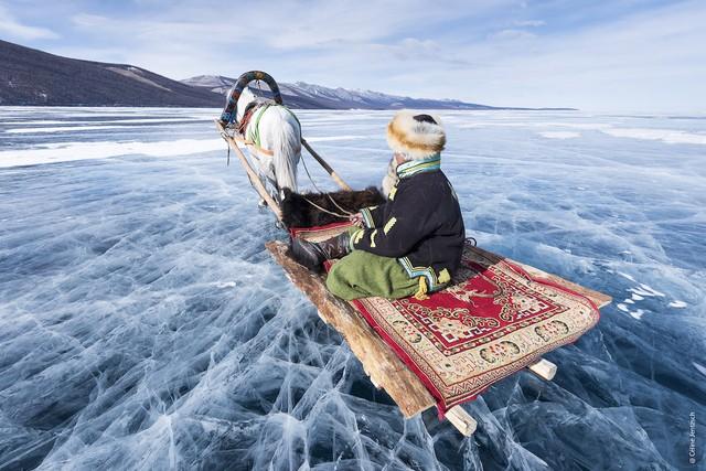 Lễ hội trên hồ đóng băng kỳ lạ của người Mông Cổ: Lạnh kinh hoàng nhưng đẹp đến mê mẩn - Ảnh 4.