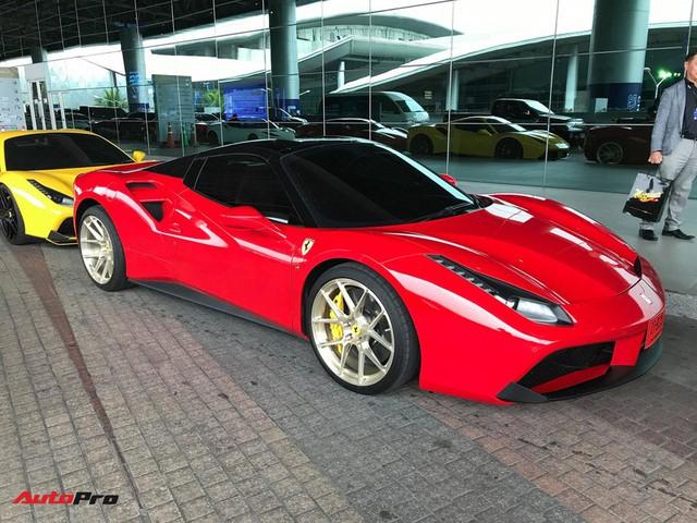 Dàn siêu xe triệu USD khoe dáng trước ngày triển lãm lớn nhất Đông Nam Á khai mạc - Ảnh 4.