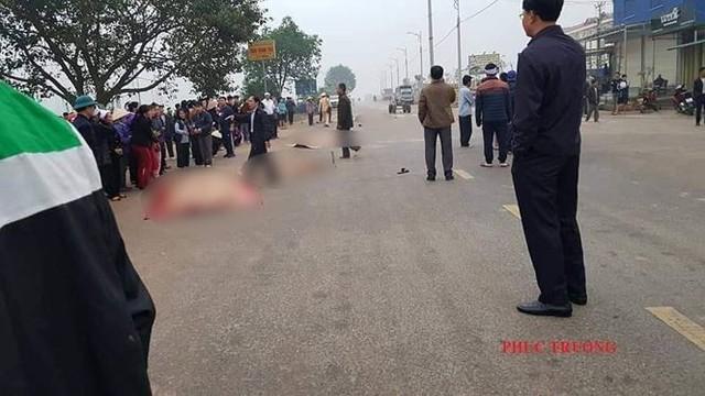 Hãi hùng hiện trường xe khách đâm chết ít nhất 7 người đi đưa tang ở Vĩnh Phúc - Ảnh 2.