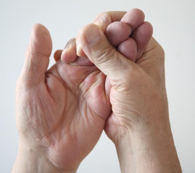 Đừng phớt lờ khi thường xuyên bị tê tay bởi bạn có thể mắc phải 8 căn bệnh nguy hiểm này - Ảnh 3.