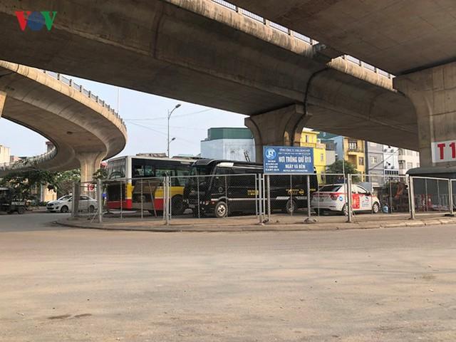 Hà Nội: 4 gầm cầu bị tuýt còi dừng trông giữ phương tiện vẫn hoạt động - Ảnh 1.